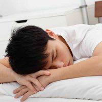 dormir-sur-le-ventre-oreiller